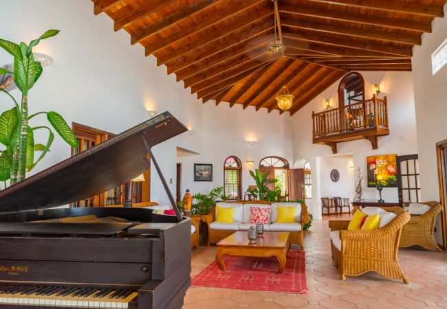 Villa/Dettached house in Blowing Point - Villa Coyaba