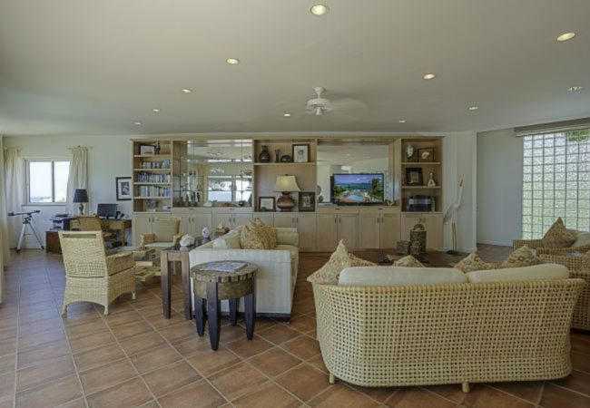 Villa/Dettached house in Blowing Point - Villa Paradise