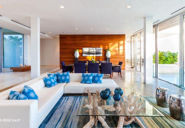 Villa in Lockrum Bay - Champagne Shores - 5 Bedroom