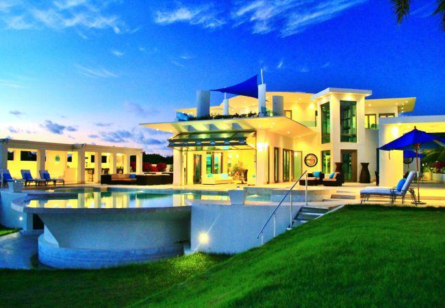 Villa in West End - Modena 5 Bedroom Villa