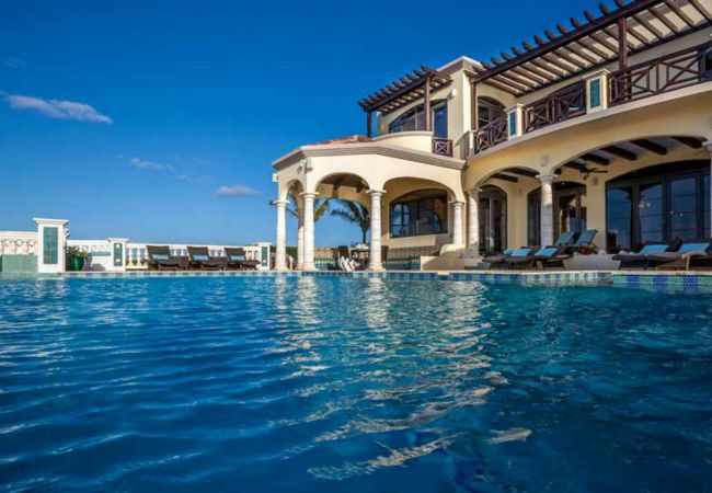 Villa in Island Harbour - Villa Amarilla 1 to 3 Bedrooms